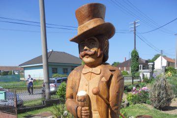 Vyřezávání dřevěných soch